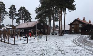 Trots renovering kommer Olofsstugan (till vänster) hålla öppet för barn- och ungdomsverksamhet.