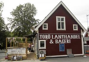 Altanen är viktig för Torö lanthandel. Sedan den byggdes har butiken kaféförsäljning ökat rejält. Foto: Elias Krantz