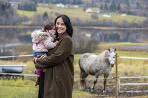 En dröm som Birgit Malmcrona har haft länge är att äga en egen häst. Ett intresse som hon kan dela med dottern Saga.