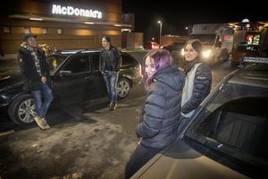 Sabina Bengtsson, Michelle Wennstig, Jone Lindqvist och Simon Sjögren träffas ofta vid McDonalds i Lillänge.