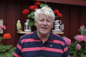 Bror Norberg växte upp på en gård i Ljusnedal med sju kor. Pappa var i skogen och hans mor  tog hand om ladugården.