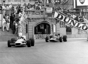 Jackie Stewart vann tre gånger i Monaco. Här far han fram på de trånga gatorna i en  Matra Ford 1969, tätt följd av Chris Amon. Graham Hill vann loppet.