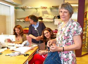 Aktiva tillsammans. Här tas saker till vara och blir till något nytt. Från vänster Azita Razazy Borojeny, Xiao Ping Wang, Rahele Razazy Borojeny och Margareta Garp.