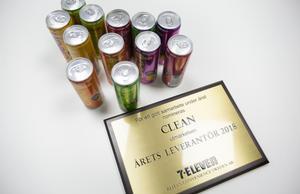 """""""Den här betyder mycket"""", säger Hugo Rosas om plaketten som är beviset på att Clean drink blev  Årets leverantör hos 7-eleven 2018."""