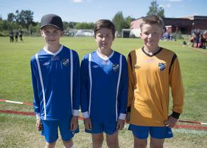 Sebastian Nordström, Benjamin Söderberg och John Grönlund spelar med IFK TImrå pojkar 06.