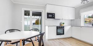 Nuvarande ägare har renoverat hela huset på Disavägen 1 i Fagersta, inklusive köket. Foto: Kim Lill, Husfoto