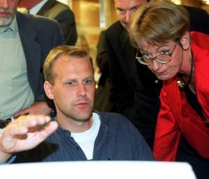 Gudrun Schyman och Jonas Sjöstedt leder två partier med likartad politik. Det ena gick fram och det andra bakåt. Bilden från när båda var med i Vänsterpartiet.Foto: TT