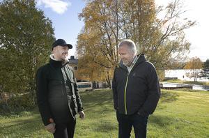 Andreas Ferm vill förändra utbudet på bostadsmarknaden så att trösklarna sänks för dem som har svårt att ta sig in. Här ser vi honom med Peter Bergman (S).