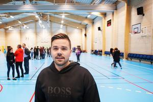 Glenn Mikaelsson, lärare i idrott och hälsa, säger att den nya sporthallen ger betydligt bättre kvalitet i undervisningen.