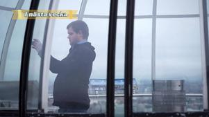 På lördag ska Johan Backman åka hissen på utsidan av Globen för att se om han eller en bergsklättrare tar sig upp först. Foto: SVT.