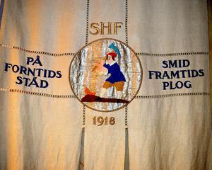 Hembygdsföreningens motto är På forntids städ smids framtids plog.