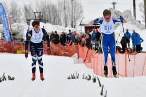 Erik Franzén Idre och Hugo Ström Dala-Järna i spurtduell, där Hugo passerade Erik strax före mållinjen.
