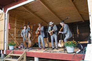 Bandet, som har sina rötter i folkmusiken, utstrålade en verklig spelglädje.