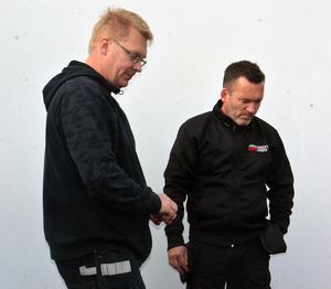 Robert Arhursson, till höger i bild, sänkte banrekordet till 4,04 – innan brorsan Andreas körde ännu fortare.