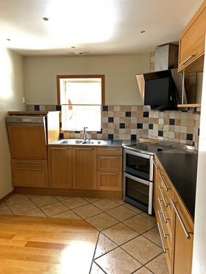 Före: Så här såg köket ut när Daniel och Catrine köpte huset.