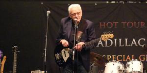 På The Cadillac Bands spelning i Ljustorp gästar ingen mindre än Jerry Scheff, tidigare stjärnbasist i Elvis Presley band. Bild: Stefan Qvist.