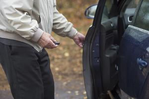Det är inte rimligt att den som kör bil lite ska betala lika mycket skatt som den som kör mycket, tycker signaturen