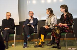 Regissör Åsa Johannisson, Måns Lagerlöf som arbetar för Naturskyddsföreningen, Anna Kaijser som har ett vetenskapligt perspektiv samt regissör Lisa Fernström i diskussion vid Scenkonstbiennalen om vad scenkonsten kan uträtta i klimatfrågan.