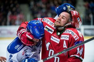 Leksands poängkung Alex Friesen kom i bråk med Modoforwarden Henrik Björklund i slutminuterna av matchen i Örnsköldsvik.