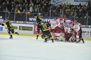 Niclas Lehmann var inne på isen när Fredrik Johansson skickade in 2–2-kvitteringen med två minuter  kvar.Foto: KGZ Fougstedt / BILDBYRÅN