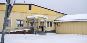 Här på polisstationen i Sveg hade den dåvarande förtroendevalda politikern ett ärende. Politikern tog bilen dit utan att ha något körkort.