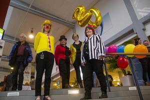 Enhetschef Ann-Sofie Gustafsson och rektor Cecilia Torstensson var väldigt nöjda med cirkusfesten. Bakom står studie- och yrkesvägledarna Anna Kleemair och Jeanette Karlsson.