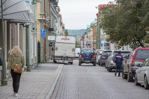 Kommunens test med att höja säkerheten i centrala Östersund med bland annat fordonshinder, är inte direkt populärt bland åkerierna.