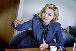 – Det är politiska samtal, inte samtal om väder och vind, säger Ebba Busch Thor om öppningen till Sverigedemokraterna.