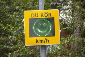 Grön gubbe betyder att du inte håller en för hög hastighet.