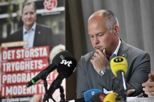 Justitieminister Morgan Johansson (S) kan inte förbjuda bort den organiserade rasismen.