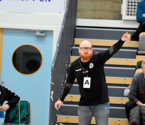 Carlsson som tränare för GF Kroppskultur. Foto: Privat.