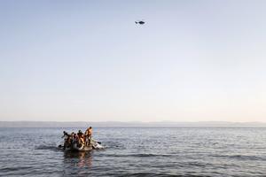En konsekvens av Socialdemokraternas och de borgerliga partiersnas lagförslag kan bli att de farliga flyktingresorna över Medelhavet ökar, menar Miljöpartiet.