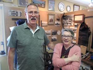 Arne och Anita Berglund från Söderhamn var några av många intresserade besökare.