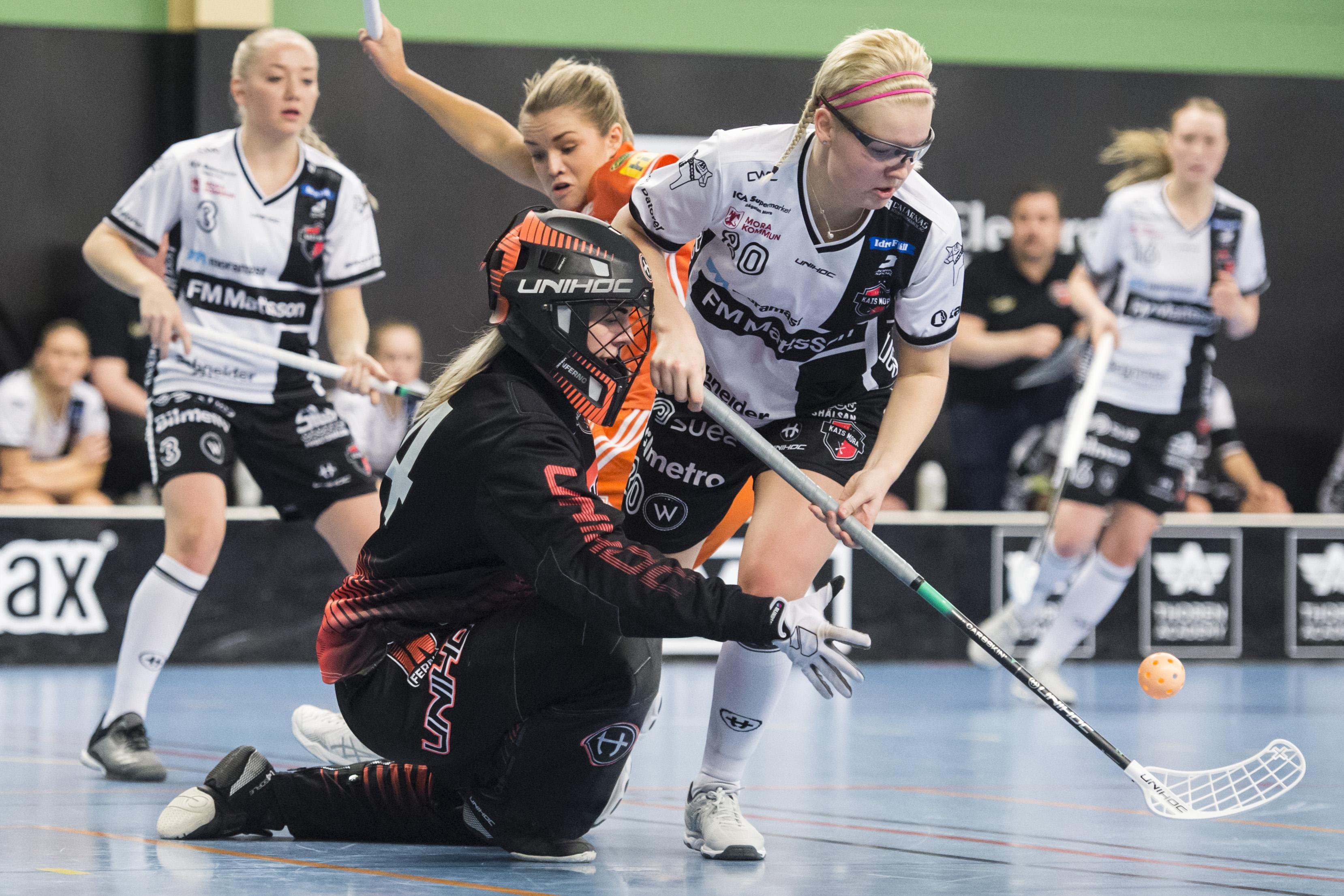 Målvakten Amanda Hill och backen My Kippilä är två nyckelspelare i Mora. Bild: Erik Mårtensson/TT.
