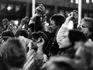 Ett hålla handen-moment från Storsjöyran 1983.