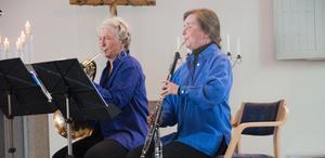 Eva Lauenstein, kvintettens oboist,  tog för ovanlighetens skull upp engelska hornet. Här bredvid  hornisten Maria Granberg.