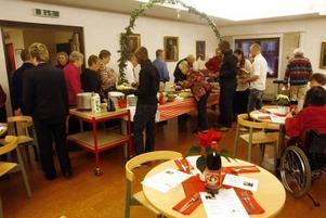 Ett uppskattat julbord bjöd Frälsningsarmen på där besökarna lät sig väl smaka