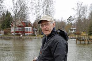 Kalle Pettersson framför årets sommartorp som Ernst Kirchsteiger ska inreda och visa i tv i sommar.