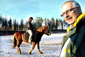 """arrangerar tävling i arenan. Gyda islandshästförening flyttar i mars 2012 inomhus i Göransson Arena för att genomföra en stor tävling på en av de fria dagarna som Sandvikens kommun finansierar. """"Vi behöver tid på oss för att det ska bli bra"""", säger ordföranden Inge Johansson."""
