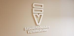 I framtiden ser vi åtgärder som centralisering av administrationen och att våra studielokaler flyttar ut från tätorterna, skriver Per-Henrik Bodin och Anton Öhrlund, Studieförbundet Vuxenskolan Västernorrland.
