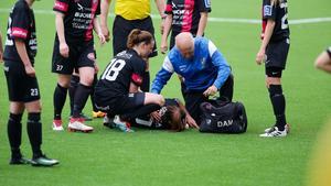 Mikaela Johansen-Moen skadade armen efter en duell med en Östersund-spelare och fick sedan föras med ambulans till sjukhus.