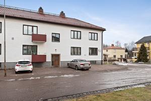 En insynsskyddad bostad som planerats för att kännas lugn och stilren. Mäklarhuset, Borlänge/Foto: Patrik Persson