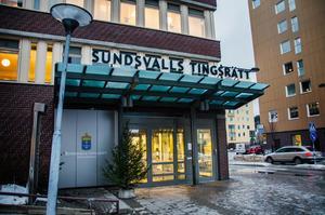 Sundsvalls tingsrätt har dömt en man från Sundsvall till fängelse i 2,6 år efter att han har lurat fler kvinnor på pengar.