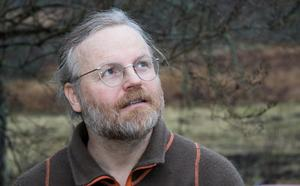 – Jag försöker svara på allt som kan komma upp, säger Peder Edvinsson om boken