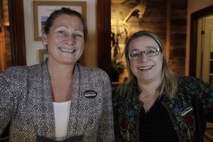 Marie Liljeroos och Jenny Eliasson tog emot gäster och besökare i receptionen vid Vemdalsskalets Högfjällshotell.