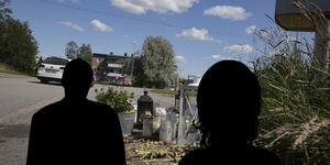 Åklagaren räknar med att häktningen av den 56-årige man och 67-åriga kvinna som misstänks för knivmordet i Grängesberg förlängs på måndag.