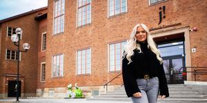 Filippa Ternqvist går tredje året på Samhällsprogrammet med inriktning beteendevetenskap. På lördag står hon som värd för Östersund största nattklubbsevenemang.