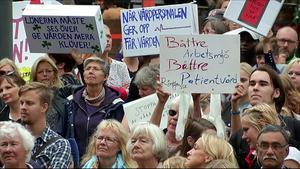 Protester mot arbetsförhållanden inom vården.