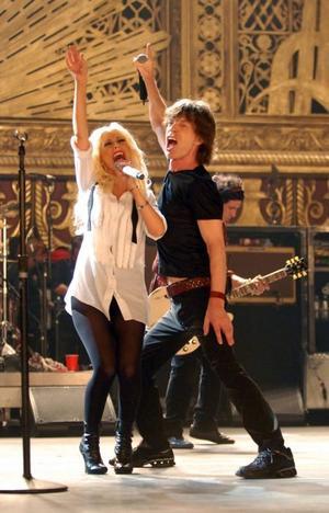 """Ungt och gammalt. Christina Aguillera hör till de gästspelande artisterna i den Rolling Stoneskonsert som Martin Scorsese filmat i """"Shine a light""""."""