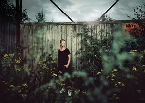 """Mia Björkström har producerat utställningen """"I ett annat ljus – alla kan bidra till förändring""""på länsmuseet. Foto: Mars & Kwon"""